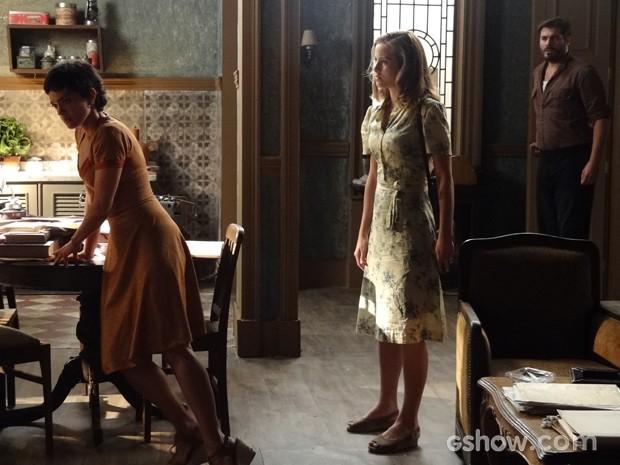Toni chega e vê Hilda dar tapa em Gaia (Foto: Joia Rara/TV Globo)