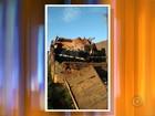 Caminhão com touros de rodeio tomba em rodovia de Nhandeara