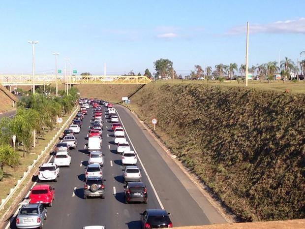 Trânsito engarrafado próximo ao Balão do Torto, na BR-020, em Brasília (Foto: Reprodução)