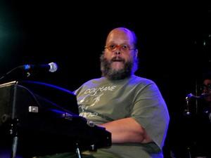 Ed Motta faz show instrumental no Farol da Barra, em Salvador (Foto: Jefferson Peixoto Ag Haack)