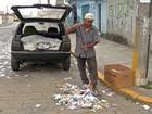 Pedreiro de Mogi já arrecadou R$ 800 vendendo santinhos para reciclagem
