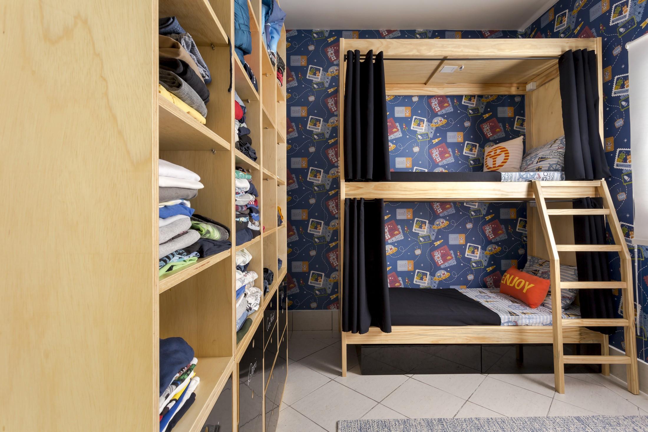 Quartos também ganharam novas camas e marcas de roupa também fizeram doações (Foto: Divulgação)