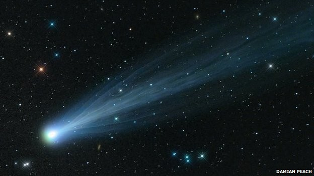 Imagem do cometa Ison, que atinge nesta tarde uma maior proximidade do SOl (Foto: Damian Peach/BBC)
