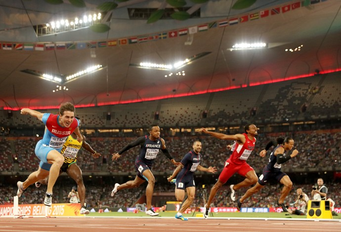 Mundial de Atletismo de Pequim - chegada 110m com barreiras Sergey Shubenkov ouro (Foto: Christian Petersen / Getty Images)