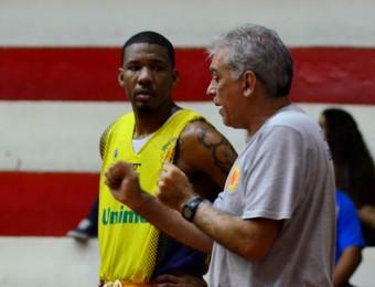 Jimmy Baxter Luiz Zanon São José Basquete (Foto: Danilo Sardinha/GloboEsporte.com)