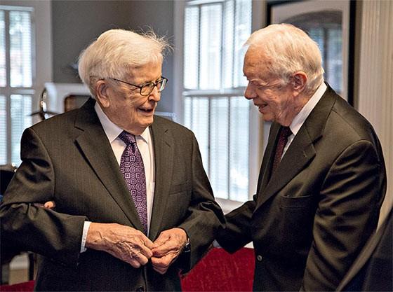 Paul Findley com o ex-presidente Jimmy Carter  (Foto:  Kristen Schmid/divulgação)