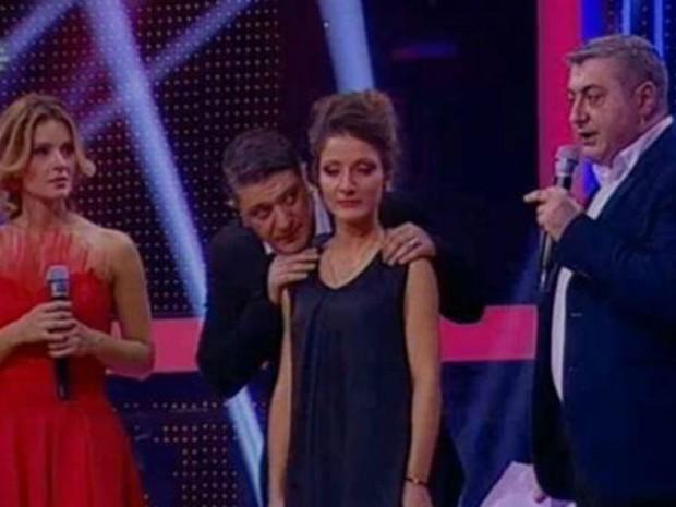 Ministro (direita) anunciou na TV que Teona Kolbaia (centro) ganharia liberdade (Foto: BBC/Imedi TV)