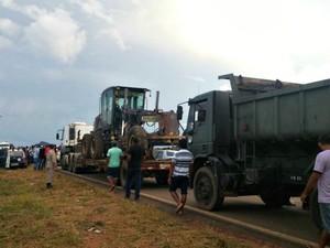 BR-317 foi fechada novamente nesta quarta-feira (8) (Foto: Divulgação/PRF-AC)