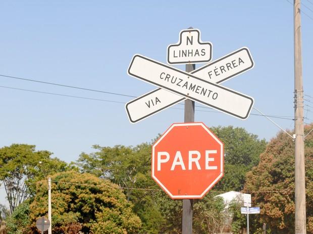 Ferrovia na região de Presidente Prudente está desativada (Foto: Stephanie Fonseca/G1)