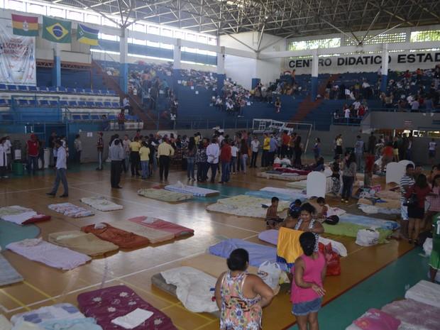 Ginásio Avertino Ramos serviu como abrigo para vítimas do incêndio (Foto: Abinoan Santiago/G1)