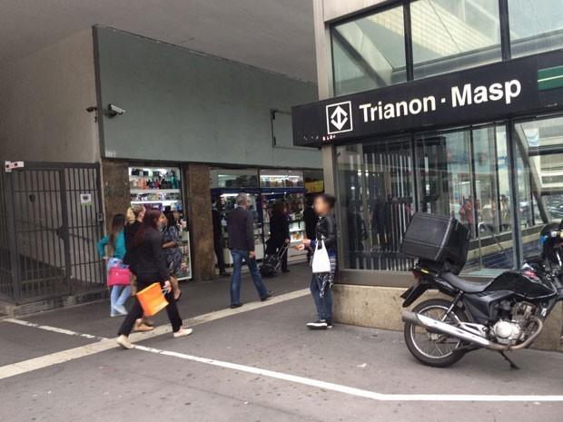 ec0aa494b9b G1 - 19 lojas da Paulista vendem bolsas piratas por até R  3 mil ...