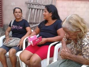 Família chegou a acreditar que a idosa não resistiria. (Foto: Karla Lima/G1)