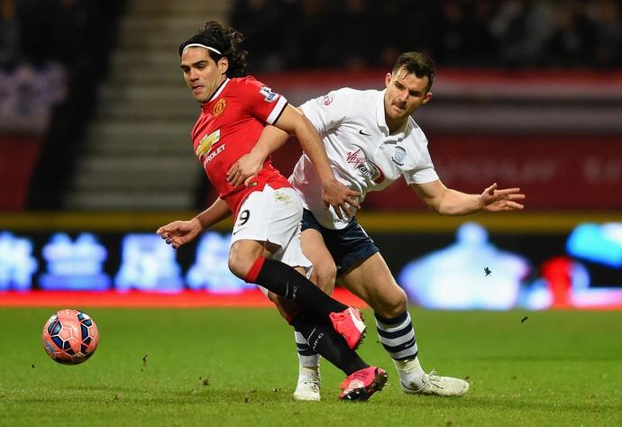 Bailey Wright el Falcao García, Preston North End x Manchester United (Foto: Getty Images)