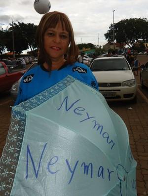 Torcedora Cecília fã de Neymar (Foto: Fabrício Marques / globoesporte.com)