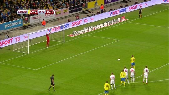 Suécia vence Belarus graças a pênalti, frango, bola duvidosa e desatenção