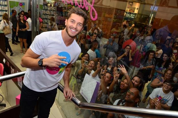Klebber Toledo faz sucesso em evento em Salvador (Foto: Uran Rodrigues/Divulgação)