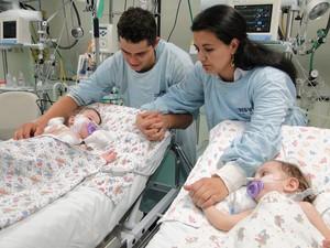 gemeas siamesas passaram pela primeira cirurgia de separação no Hospital São Vicente de Paulo, em Passo Fundo (Foto: Divulgação/Hospital São Vicente de Paulo)