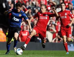 Park e Lucas, Liverpool x Manchester United (Foto: Reuters)