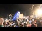 Cantor Sorocaba cai de 'disco inflável' durante brincadeira com o público