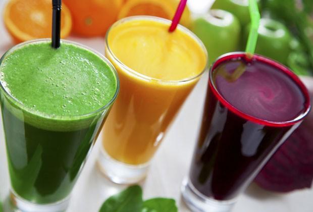 Insônia, retenção de líquido, TPM... Confira receitas de sucos que vão ajudá-la a resolver 5 problemas
