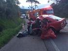 Dois motoristas de carros morrem em batida e saída de pista no Oeste e Sul