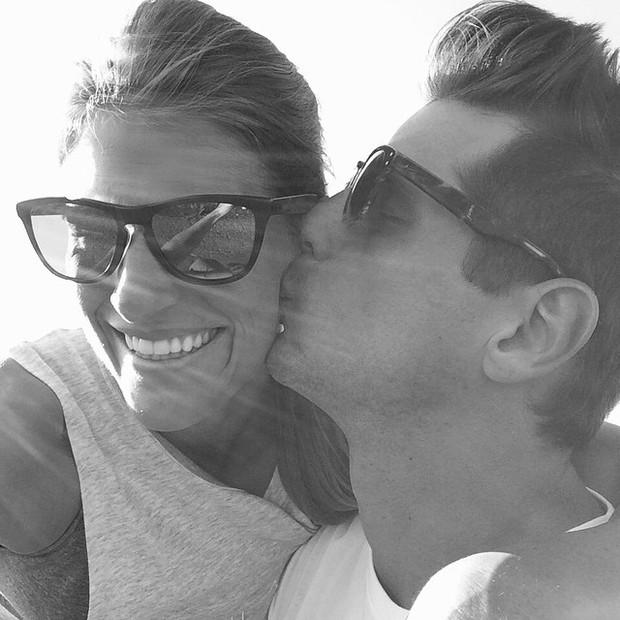 Fernando Fernandes com a namorada, Vicky Scwarz (Foto: Reprodução/Instagram)