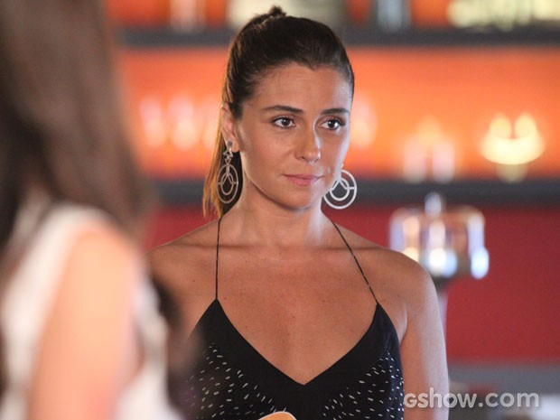 Clara encara as provocações de Vanessa (Foto: Carol Caminha/TV Globo)