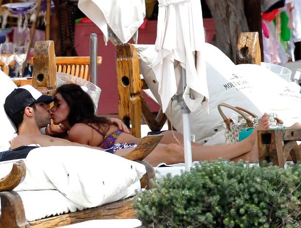 Fabregas com a esposa Daniella Semaan em Ibiza (Foto: Getty Images)