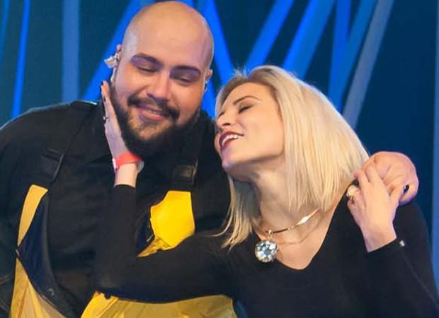 Tiago Abravanel e Renata Del Bianco, famosa por ter interpretado a chiquitita Vivi (Foto: Samuel Chaves/Brazil News)