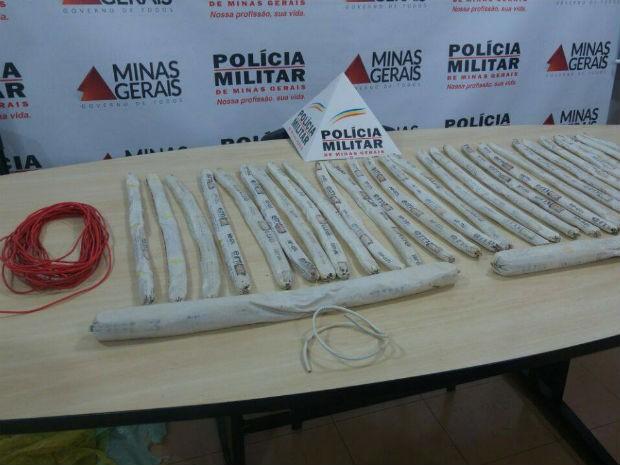 Explosivos apreendidos em Uberlândia  (Foto: Polícia Militar/Divulgação)