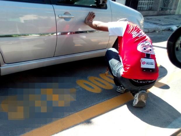 """Funcionário de empresária pinta número da placa de veículo destinado à vaga """"privada"""" irregular (Foto: Welington Macedo/Sobralpress)"""