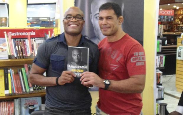 Anderson, Minotauro, Rogério Camões  Eduardo Ohata livro anderson silva (Foto: Ivan Raupp / Globoesporte.com)