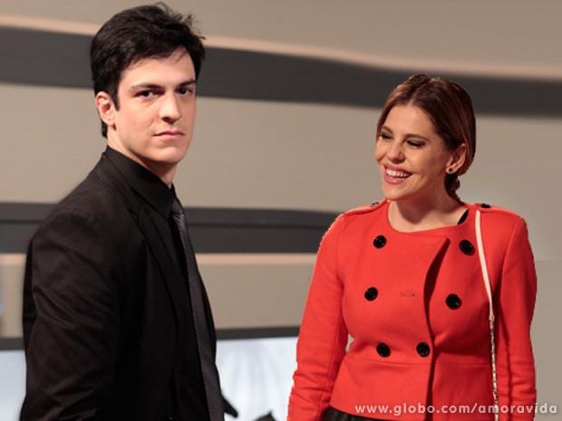 Solano e Bárbara Paz em cena na administração do Hospital San Magno (Foto: Amor à Vida / TV Globo)