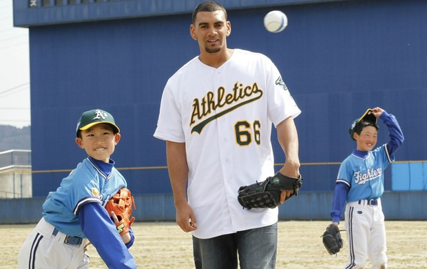 beisebol Tyson Ross, do Oakland, no Jap&#227;o (Foto: AP)