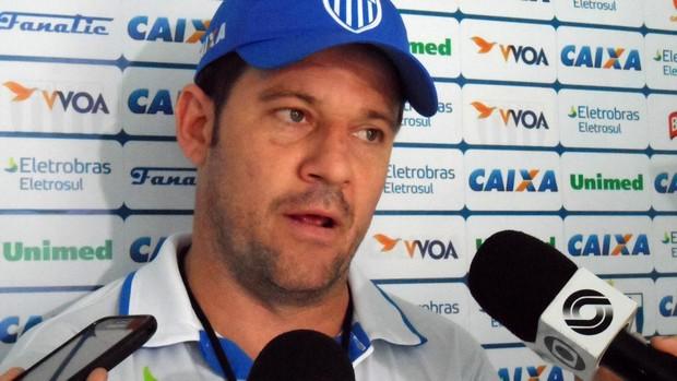 Argel Fucks, treinador do Avaí (Foto: Savio Hermano / Globoesporte.com)