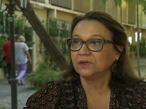 Professora Helena Cláudia reclama de má qualidade de serviços nos aviões fretados (Foto: TV Verdes Mares/Reprodução)