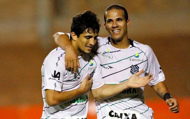 Aloísio gol Figueirense (Foto: Roberto Vinícius / Futura Press)