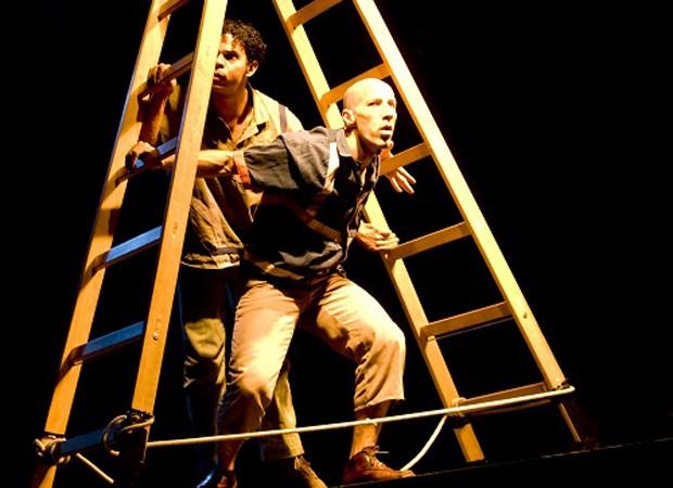 Intervenção mistura técnicas de circo, dança contemporânea e tecnologia (Foto: Zé Gabriel )