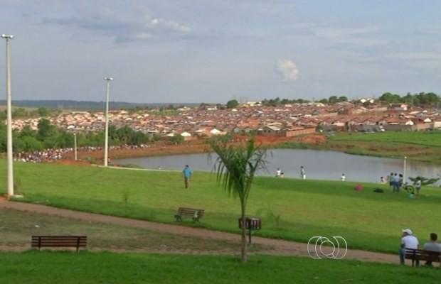Homem se afoga ao nadar em lago de Goianápolis, Goiás (Foto: Reprodução/ TV Anhanguera)