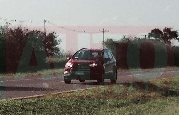 Ford EcoSport com motor 1.6 e câmbio Powershift é flagrado (Foto: Julio Cabral/Autoesporte)