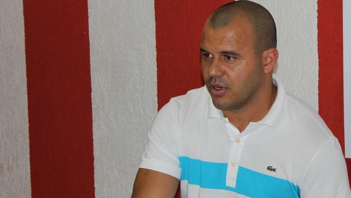 Roni - diretor de futebol Vila Nova (Foto: Fernando Vasconcelos / Globoesporte.com)