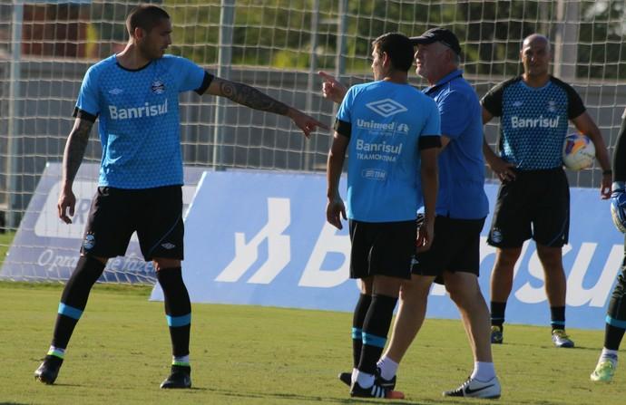 Felipão orienta treino do Grêmio (Foto: Eduardo Moura/GloboEsporte.com)