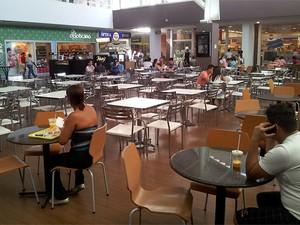 Praça de alimentação do Shopping Parque Prado, em Campinas (Foto: Arthur Menicucci/G1)