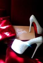 Ex-BBB Serginho compra sapato de cristais de R$ 13 mil