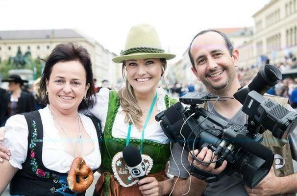 Equipe da RBS TV em reportagem em Munique, na Alemanha (Foto: Arquivo Pessoal)