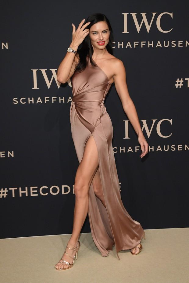 Adriana Lima em evento em Genebra, na Suíça (Foto: Venturelli/ WireImage/ Getty Images)