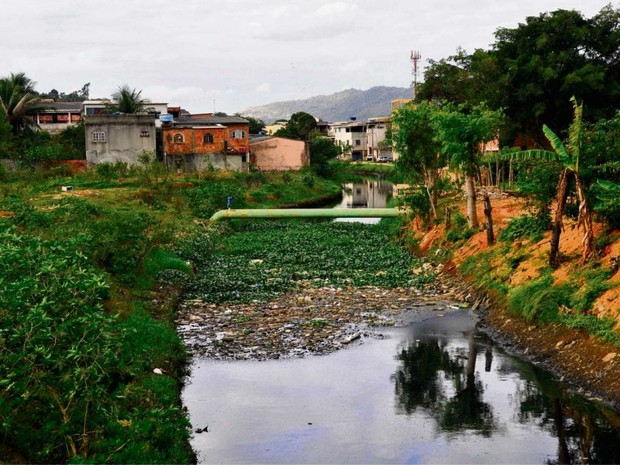 Obras de canalização de afluentes do Rio Itanguá, em Cariacica, começaram em 2008, pararam um ano depois e até hoje não foram retomadas pela prefeitura (Foto: Fernando Madeira/ A Gazeta)