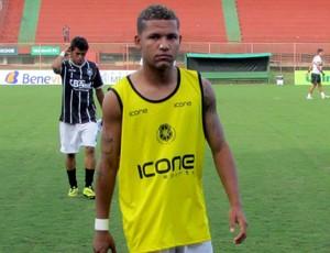 Carlos Vitor, meia do Rio Branco-ES (Foto: Deysiane Gagno/Rio Branco AC)
