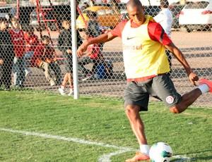Fabrício, lateral do Inter (Foto: Diego Guichard/Globoesporte.com)