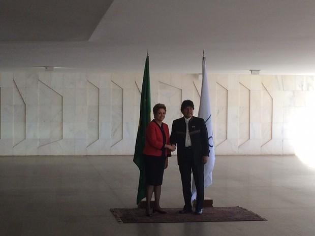 Dilma cumprimentou o presidente da Bolivia, Evo Morales, na chegada ao Itamaraty (Foto: Filipe Matoso/G1)